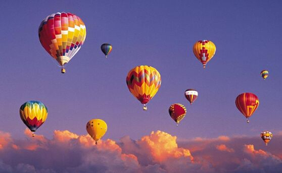 活动现场将参与纸飞机比赛,纸飞机飞行距离最远的小朋友和家人将有